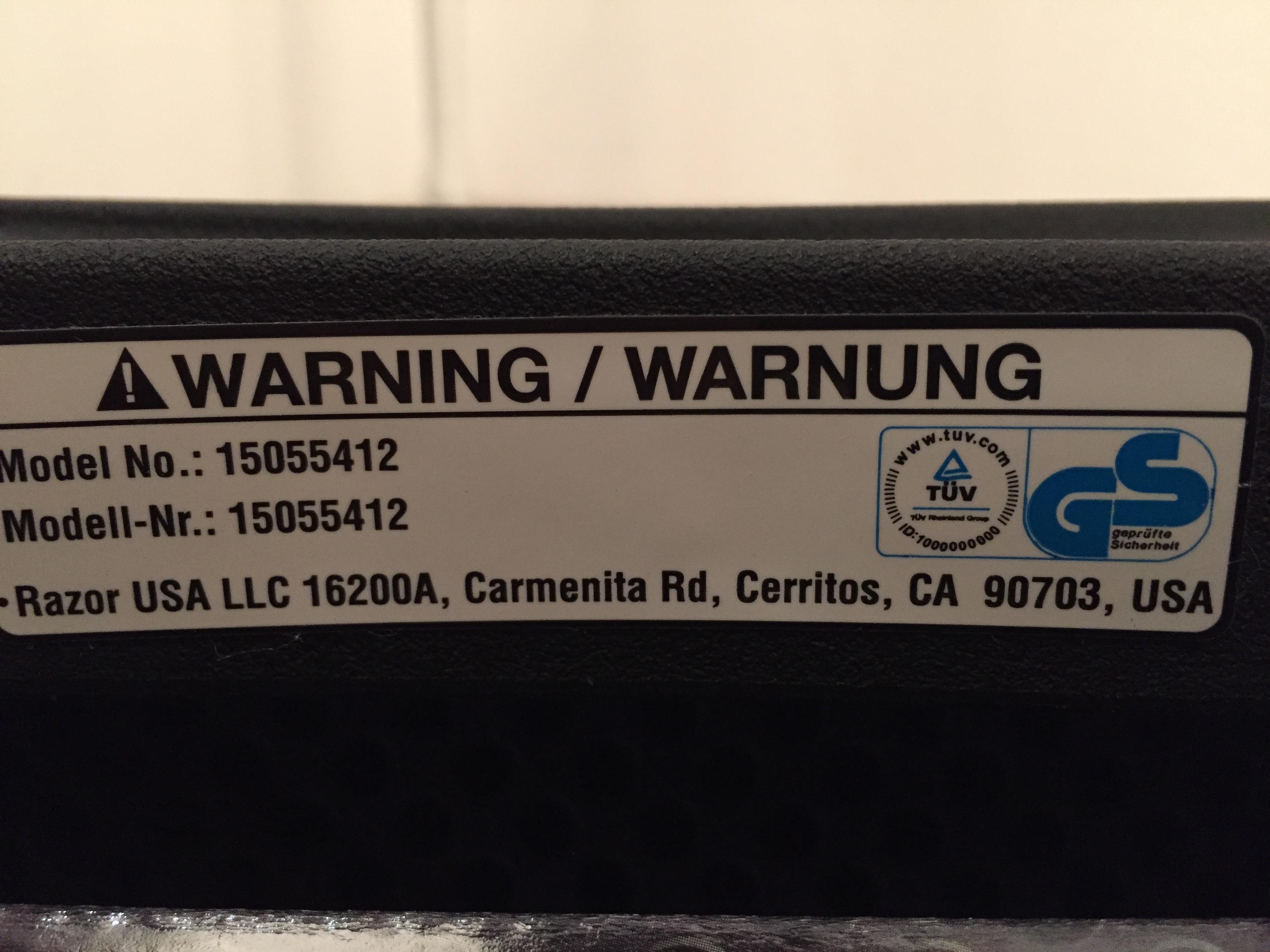 """Aufkleber """"Warnung"""" auf dem Razor Ripstik Air Pro"""