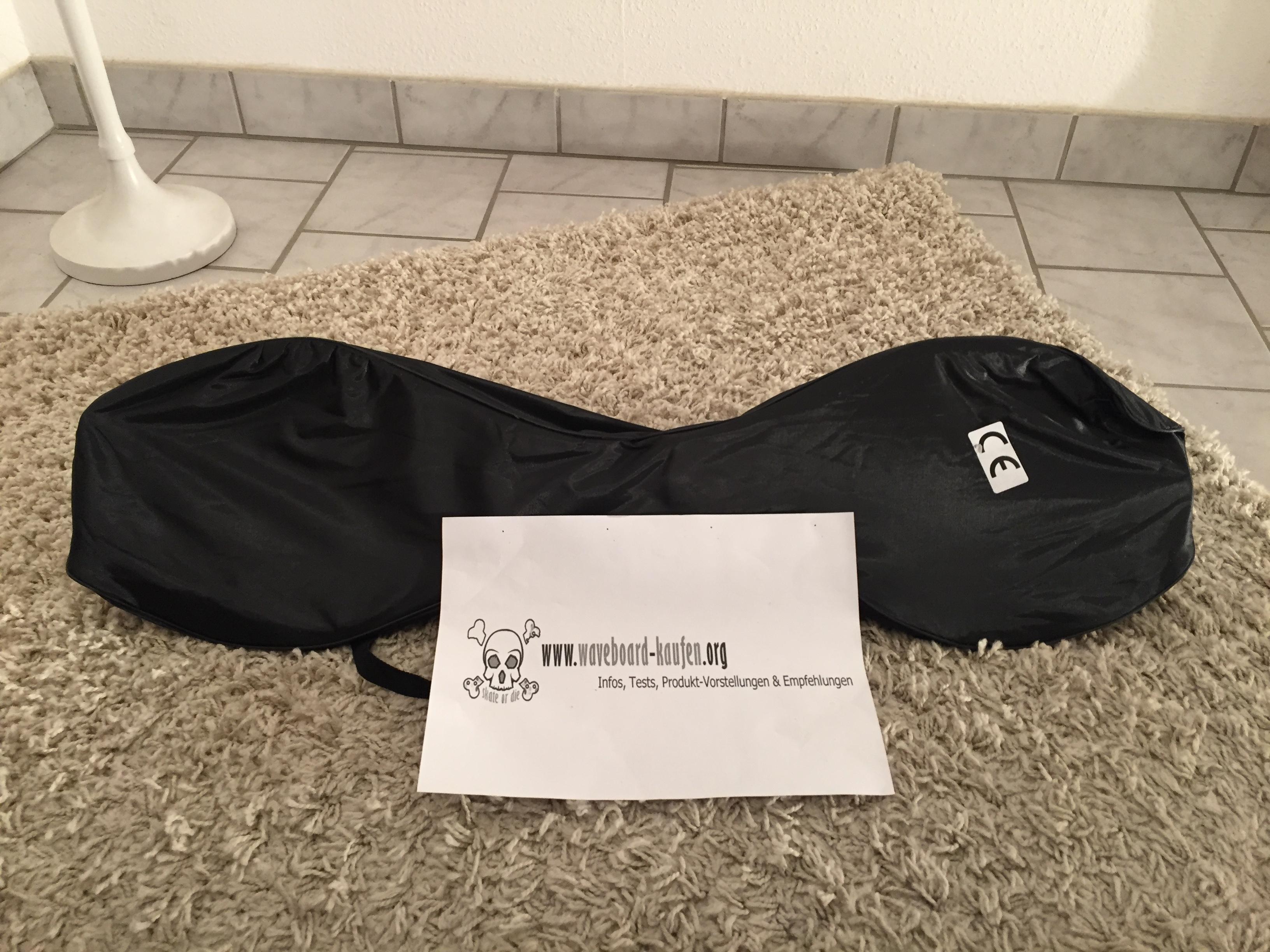 Das MAXOfit XL pro close eingepackt in der mitgelieferten Tragetasche (Deckseite zu sehen)