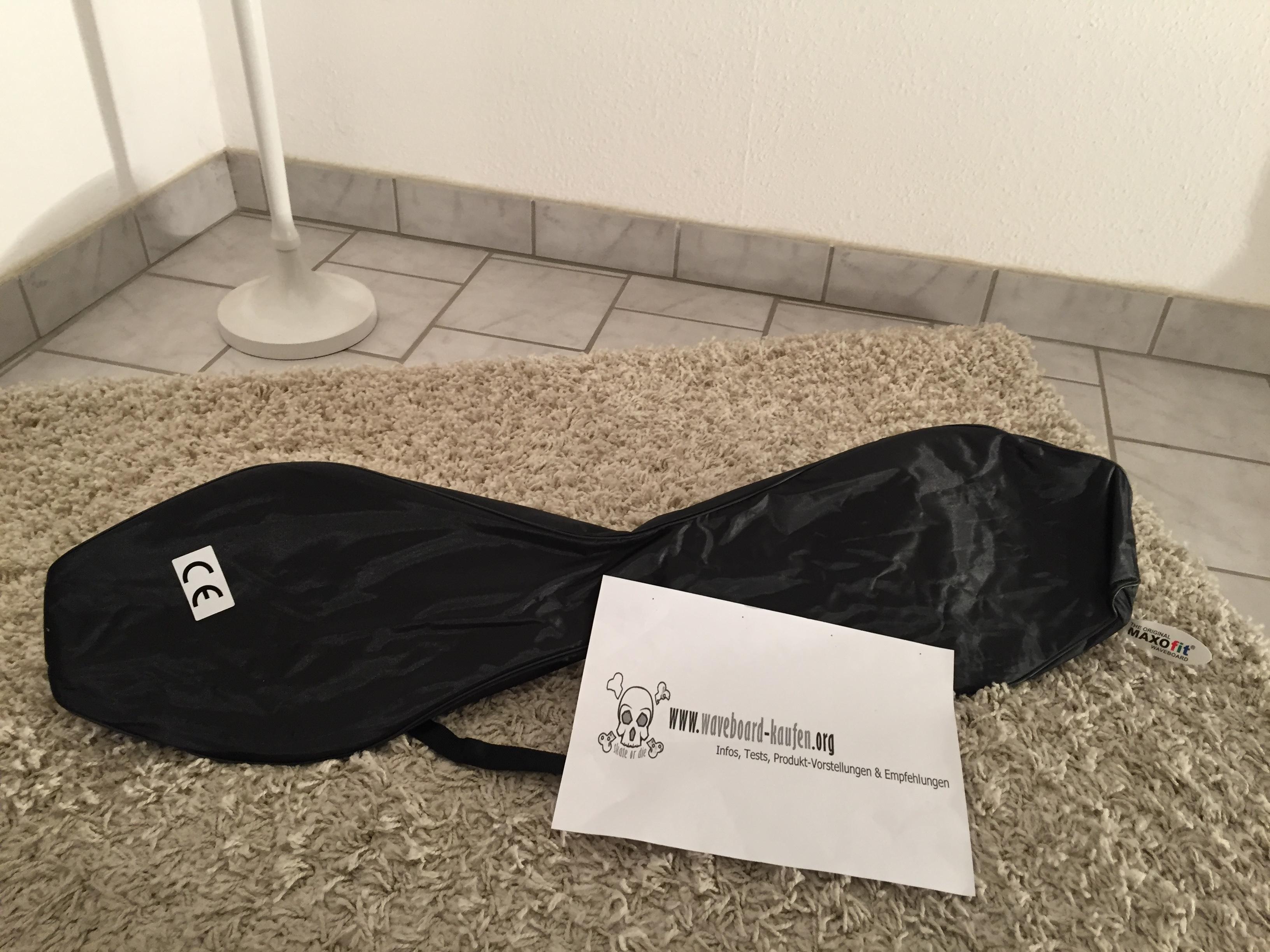 Das MAXOfit Pro XL eingepackt in der mitgelieferten Tragetasche  (Deckseite zu sehen)