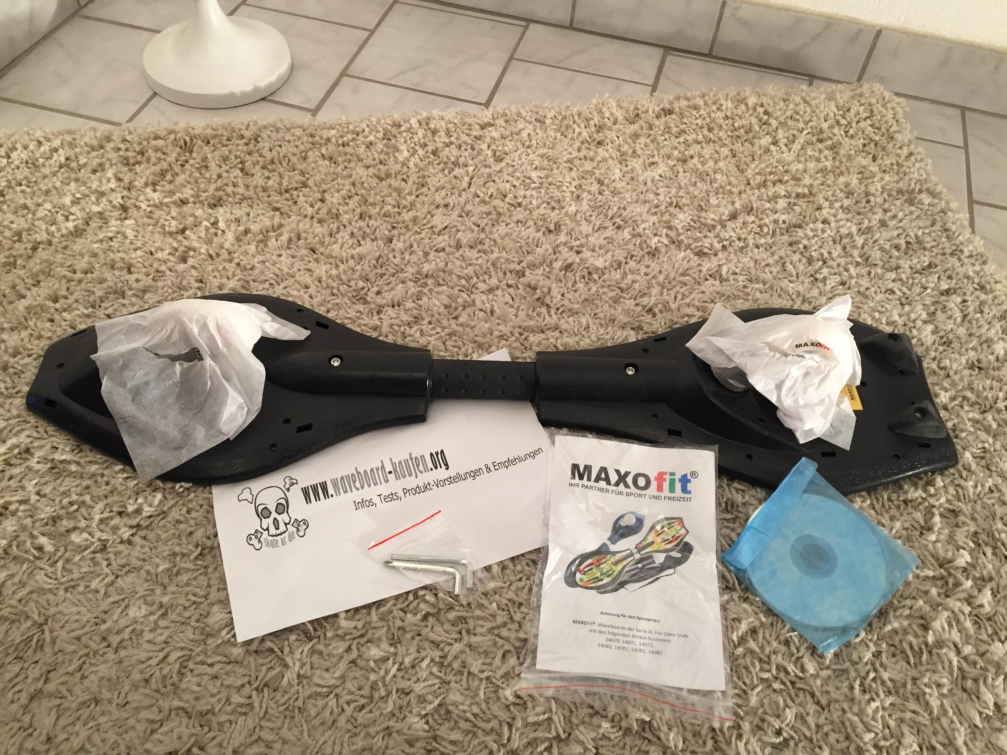 Das MAXOfit Pro XL von unten (Unterseite zu sehen), Werkzeug, Anleitung und CD
