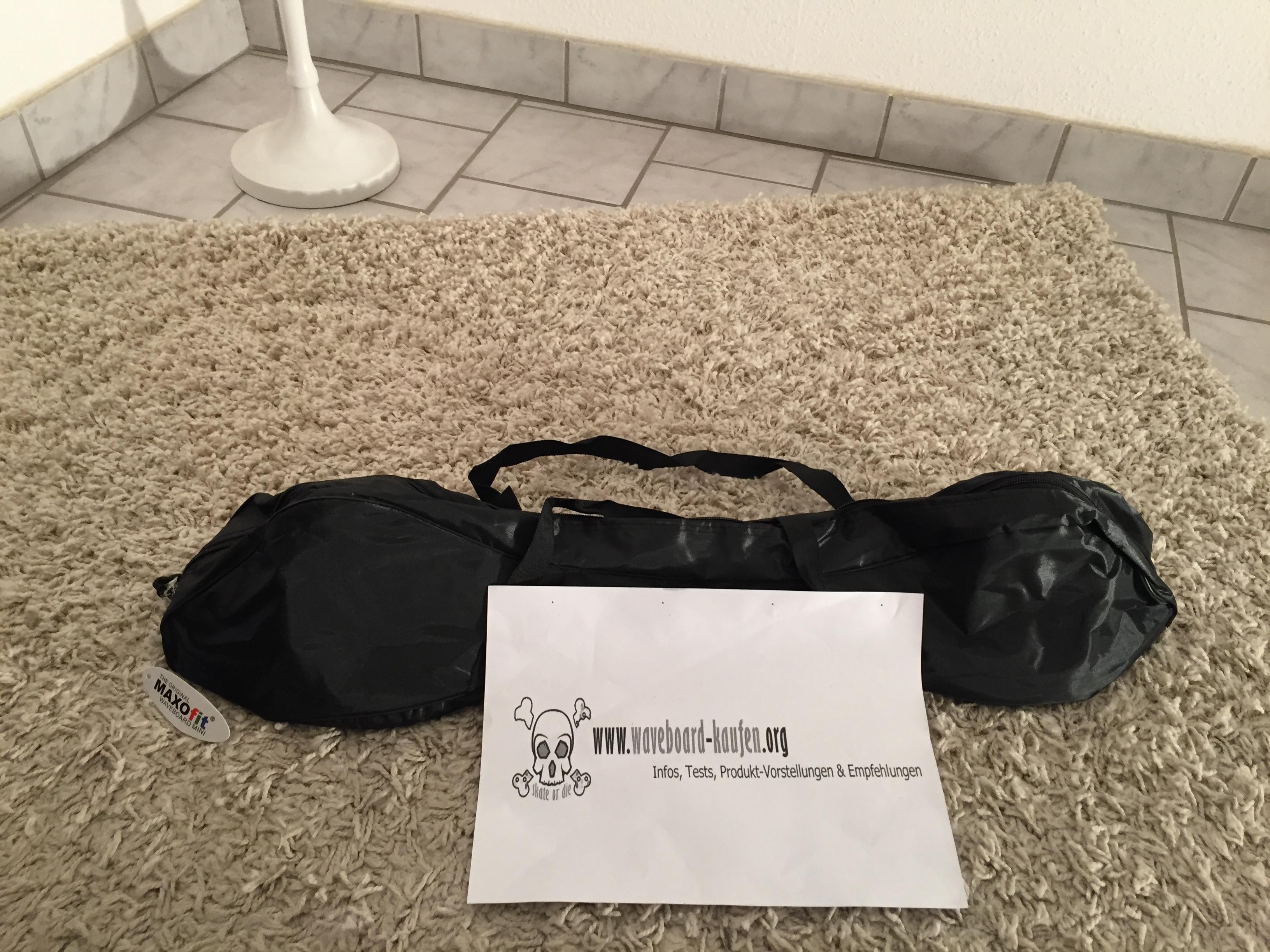 Das Maxofit pro close mini eingepackt in der mitgelieferten Tragetasche - Unterseite zu sehen