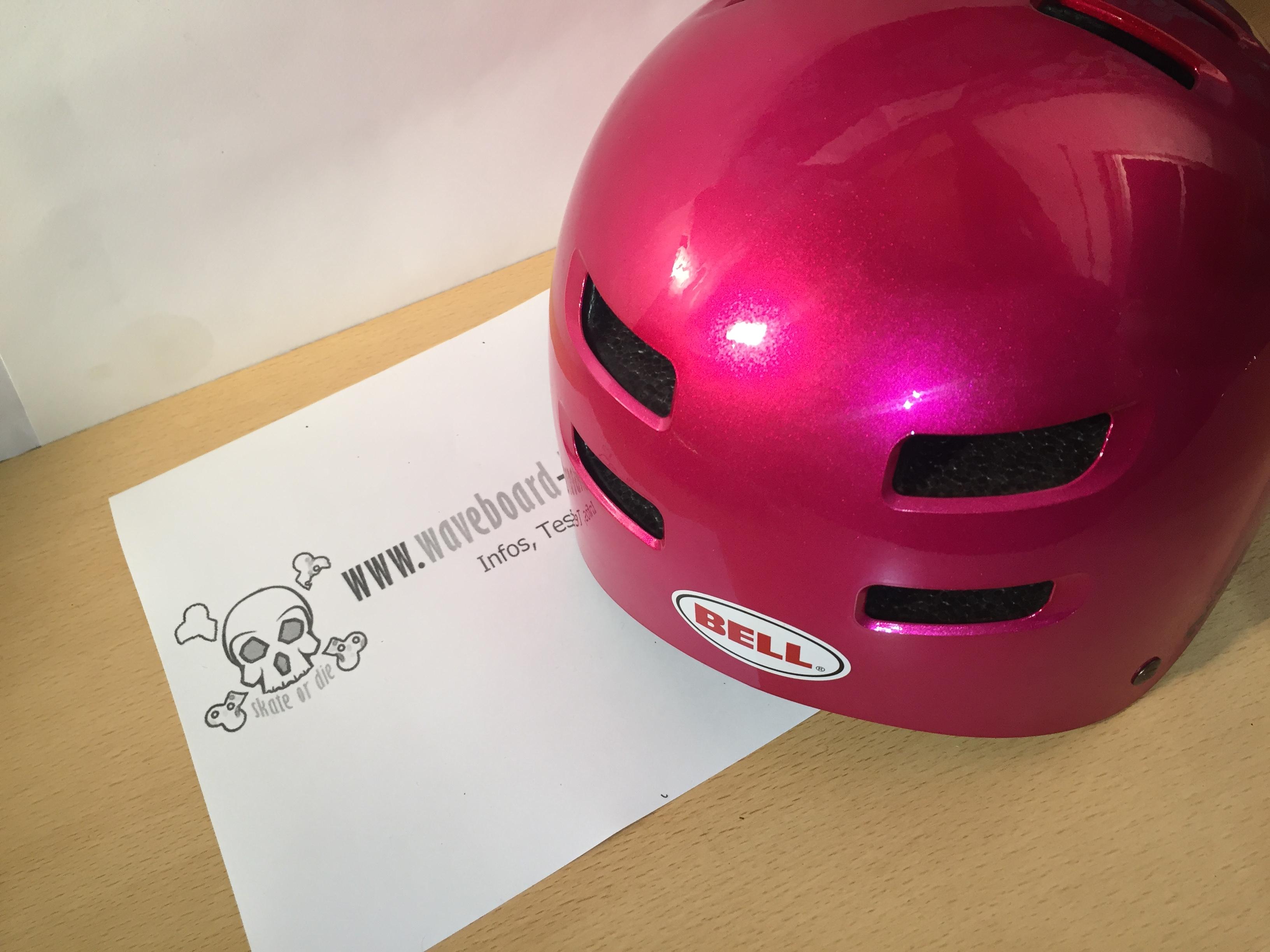 Nahaufnahme der Rückseite des Helms - 4 Luftöffnungen für eine optimale Belüftung im hinteren Kopfbereich