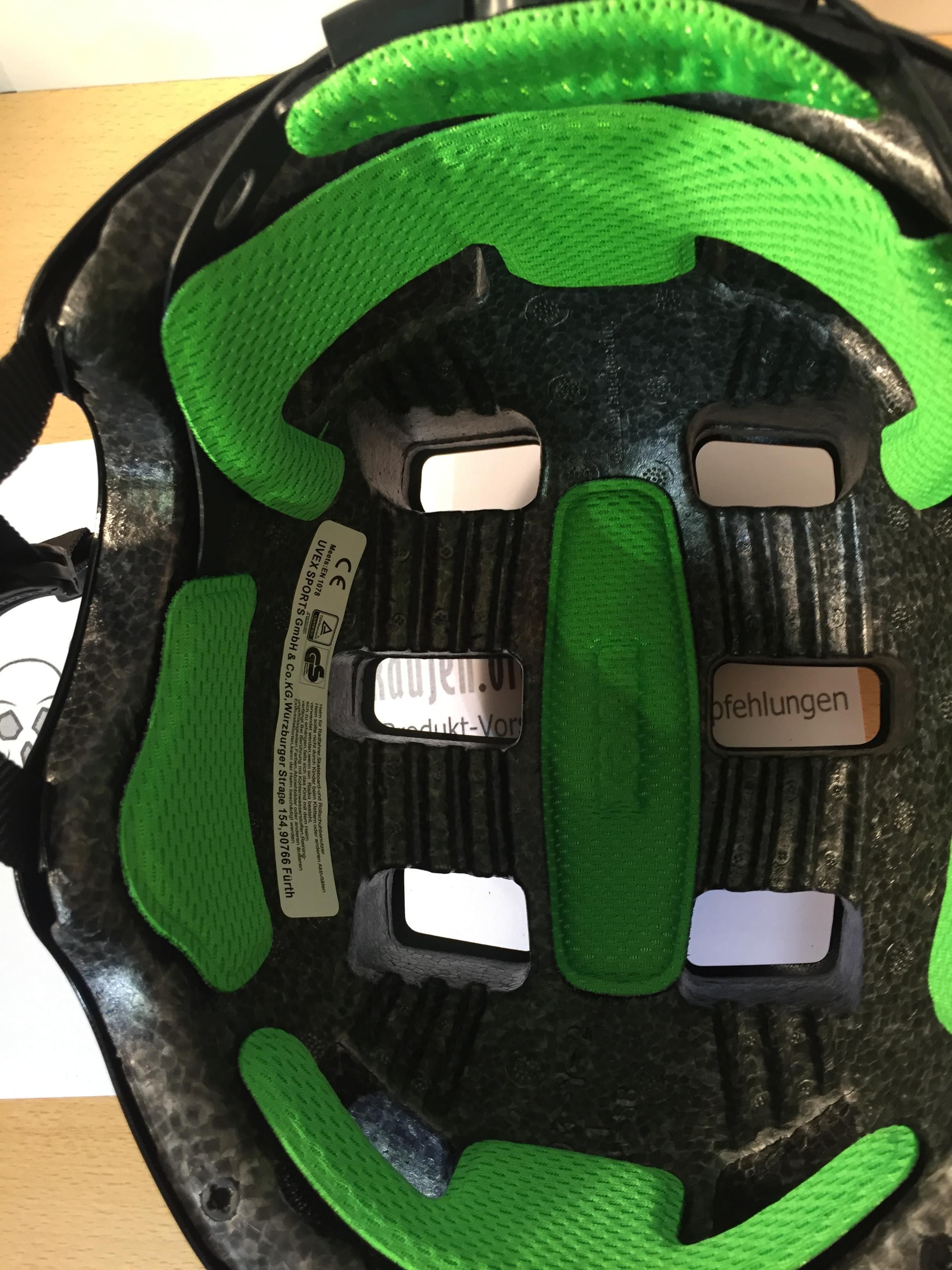 Der UVEX HLMT 5 von innen fotografiert - zu sehen ist die Polsterung + Innenschale
